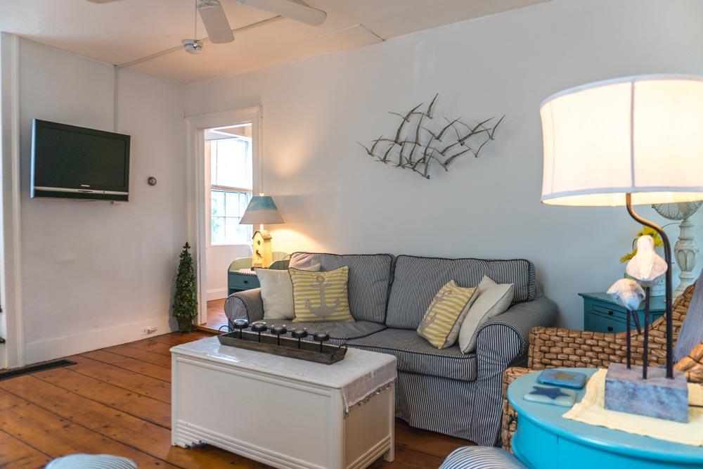 Mystic Arbor Cottage Living Room