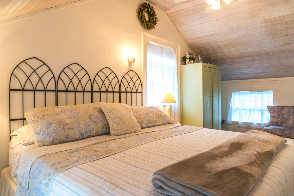 Mystic Arbor Cottage Bedroom